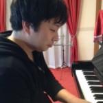 男の子とピアノ