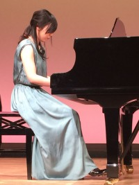 保育士、幼稚園の先生ピアノ
