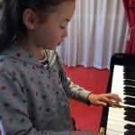 姉妹でピアノを習う