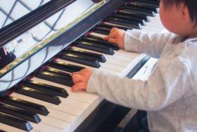 幼児、ピアノ
